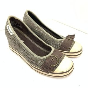 AE Front Buckle Wedge 2 inch Sneakers 6.5